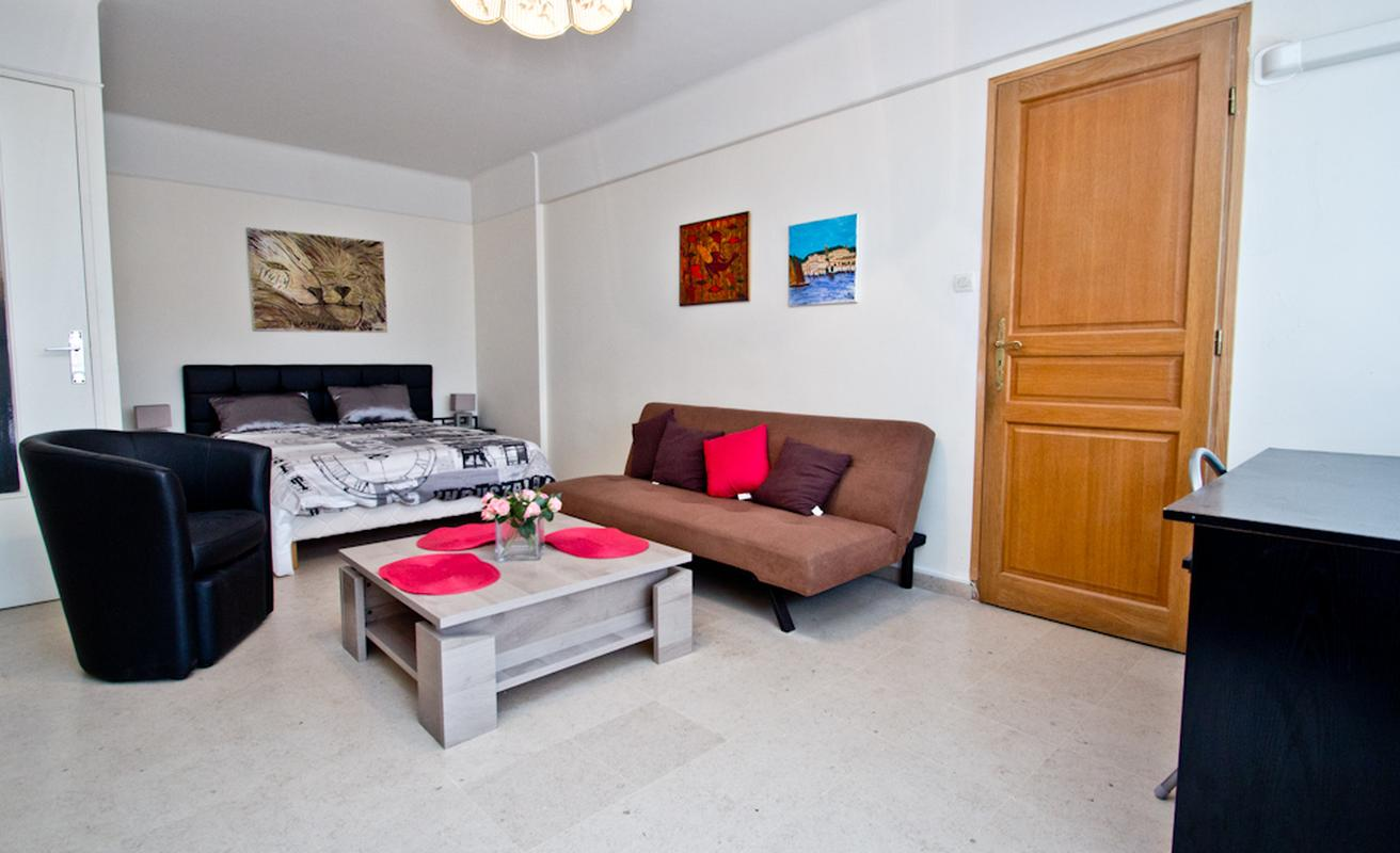 One bedroom studio apartment grand hotel area akommo for Studio apartment area