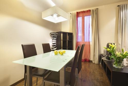 Three bedroom apartment in Urquinaona district