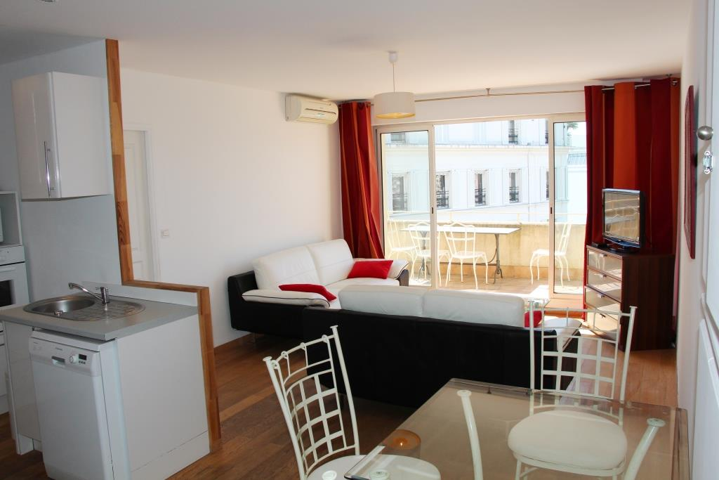 Three bedroom apartment in front of the Palais