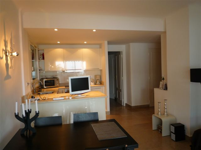 Modern two bedroom apartment on the Croisette