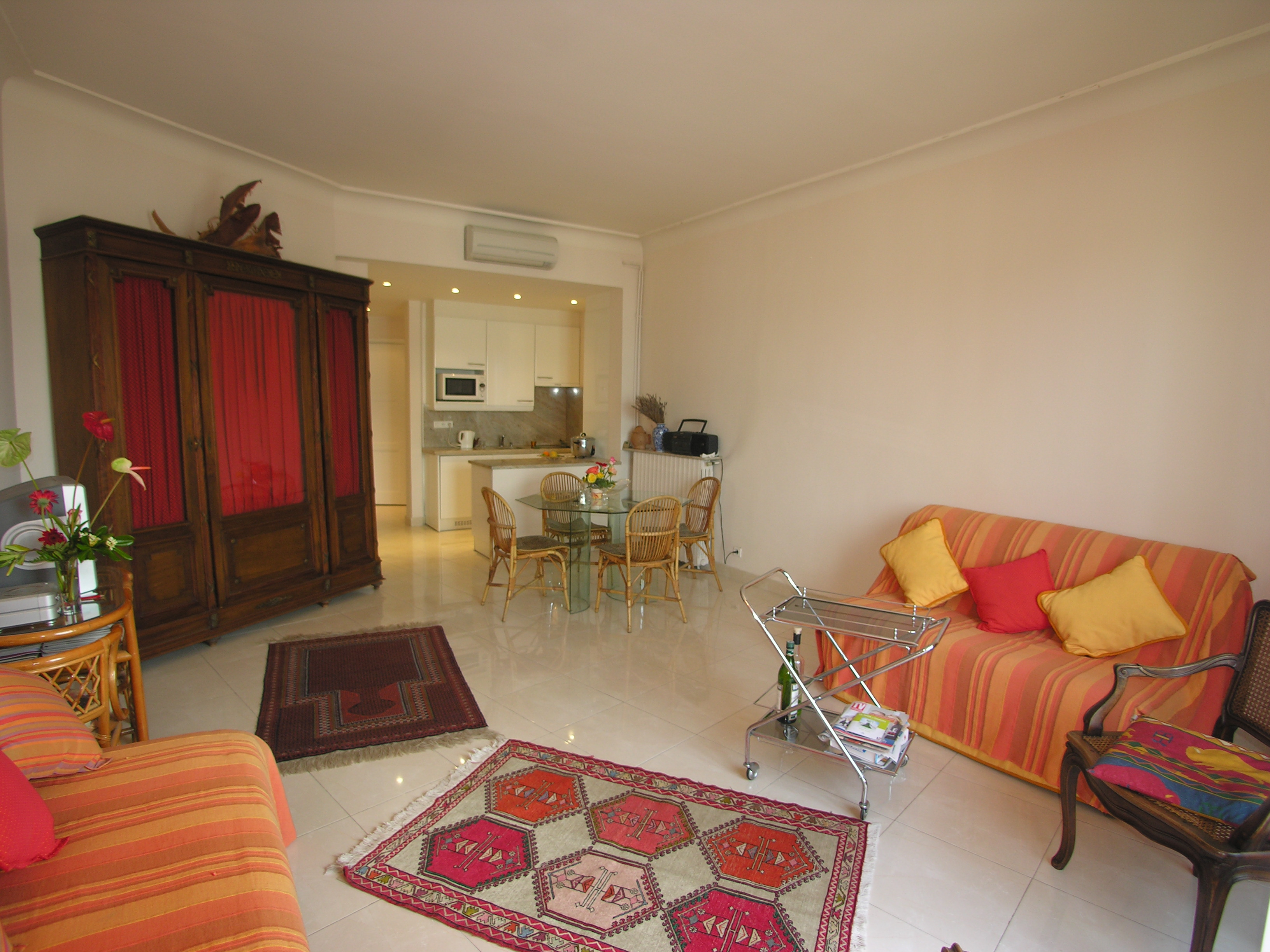 Bright studio with sea views in the Palais Miramar