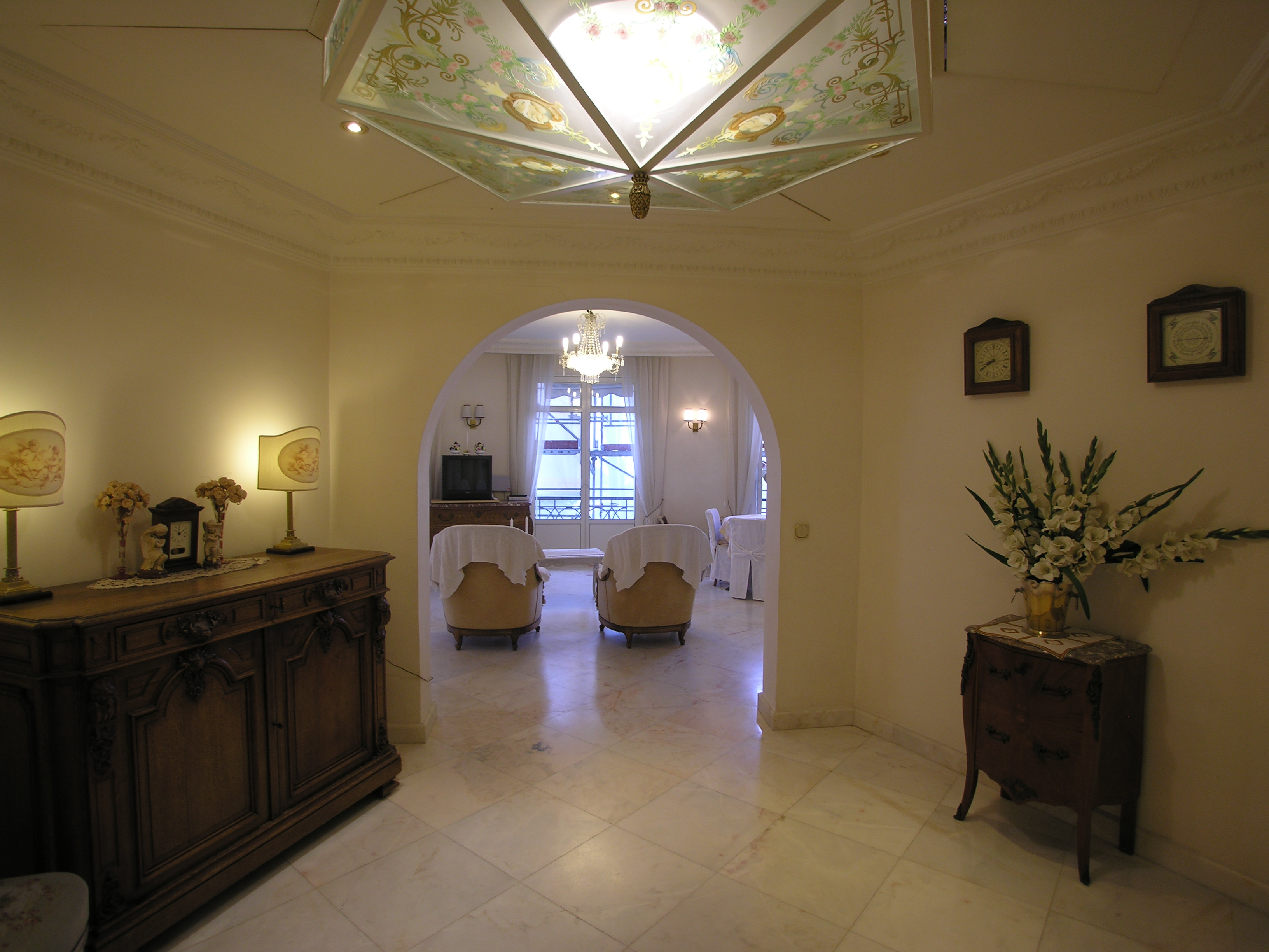 Spacious three bedroom apartment on la Croisette