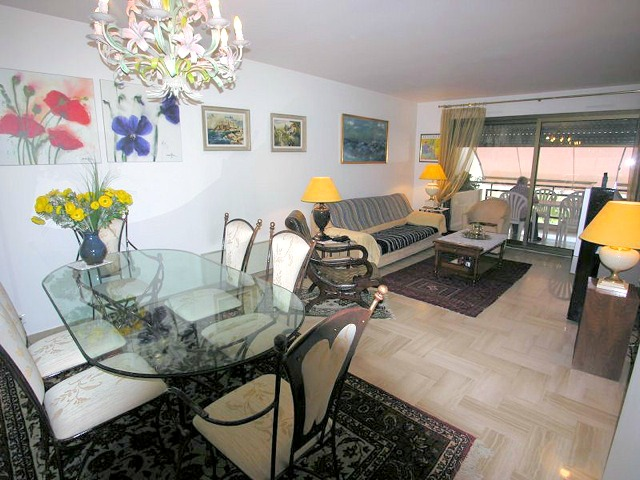 Two bedroom apartment in the Gray d´Albion