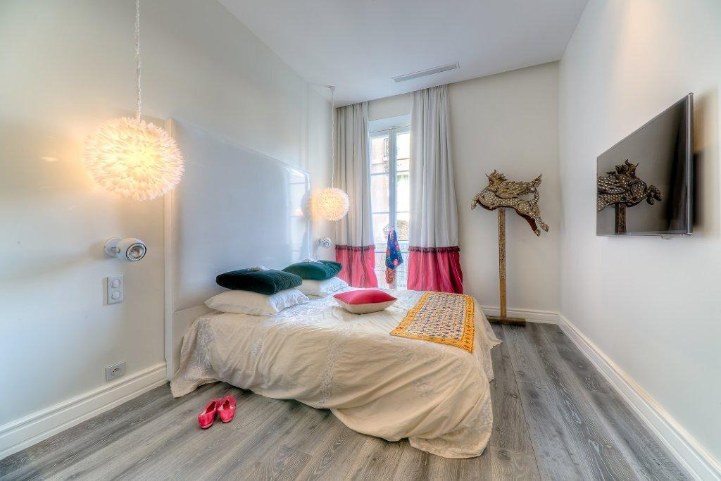 Modern three bedroom overlooking the Palais des Festivals
