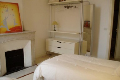 Practical two bedroom apartment on rue d'Antibes