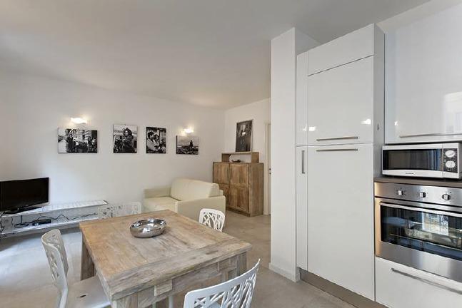 Cosy two bedroom apartment on Bivouac Napoleon