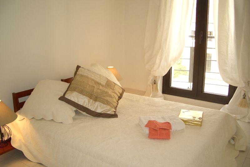 Cosy three bedroom apartment on Rue d'Antibes