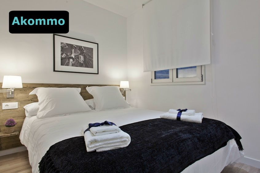 Bright two bedroom apartment in Sants