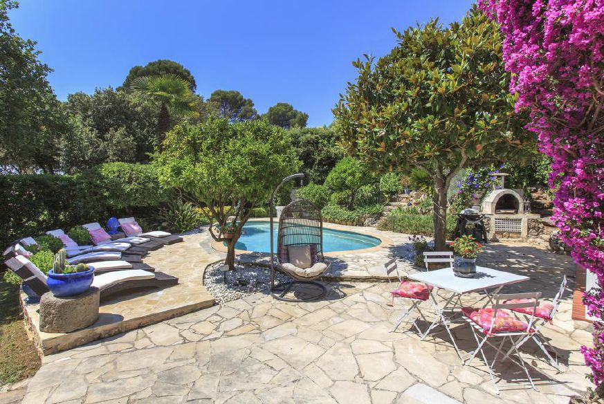 Wonderful four bedroom villa with pool in Cannes