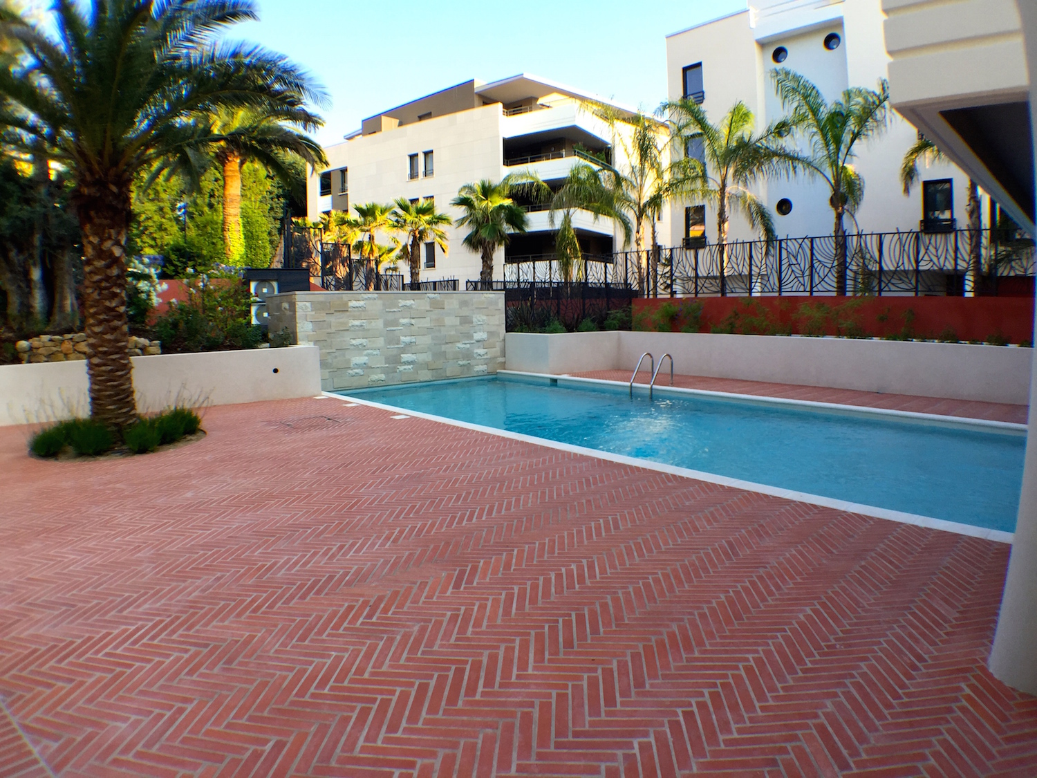 Three bedroom apartment with swimming pool & jacuzzi