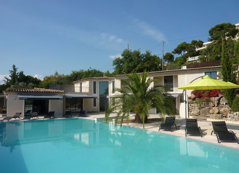 Amazing eight bedroom villa close to Cannes