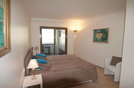 Three bedroom Croisette apartment with sea views