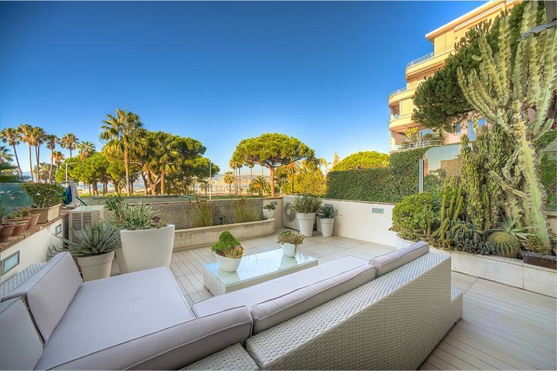 Stunning three bedroom apartment in Port Canto with terrace