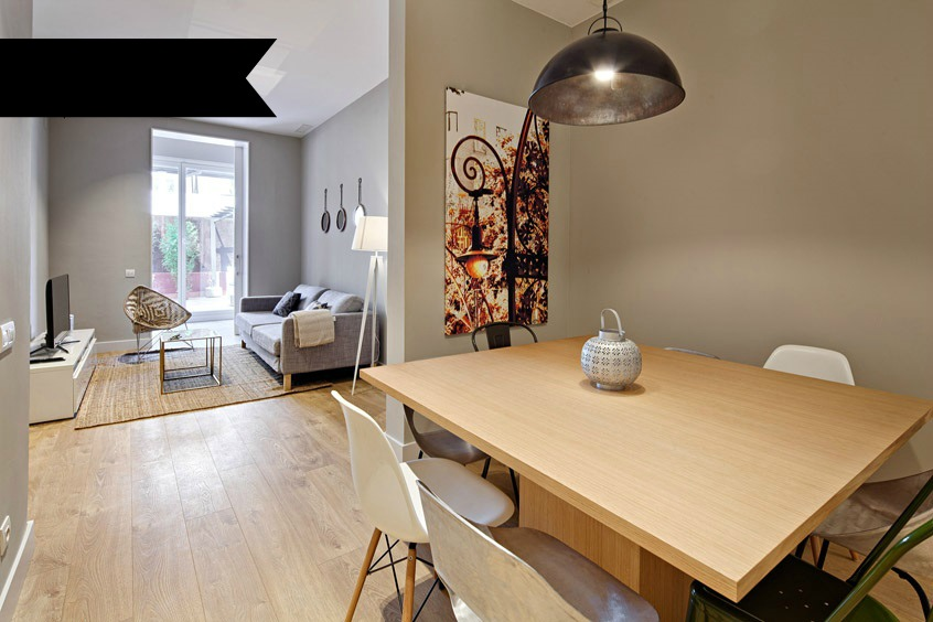 Four bedroom apartment by Plaza Universitat