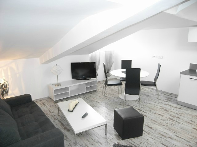 Modern one bedroom apartment on rue du Canada