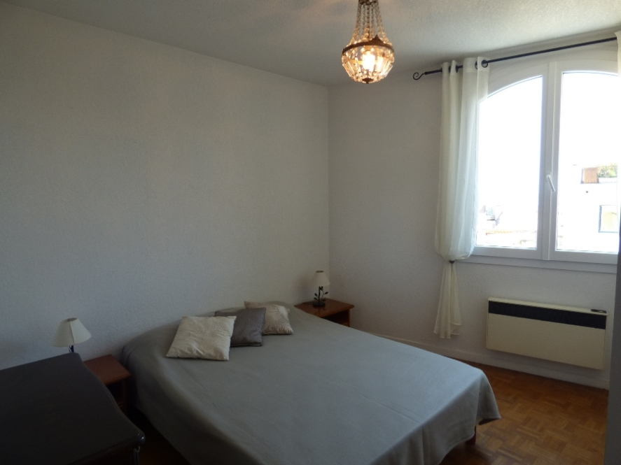 Classic three bedroom apartment by the Old Port