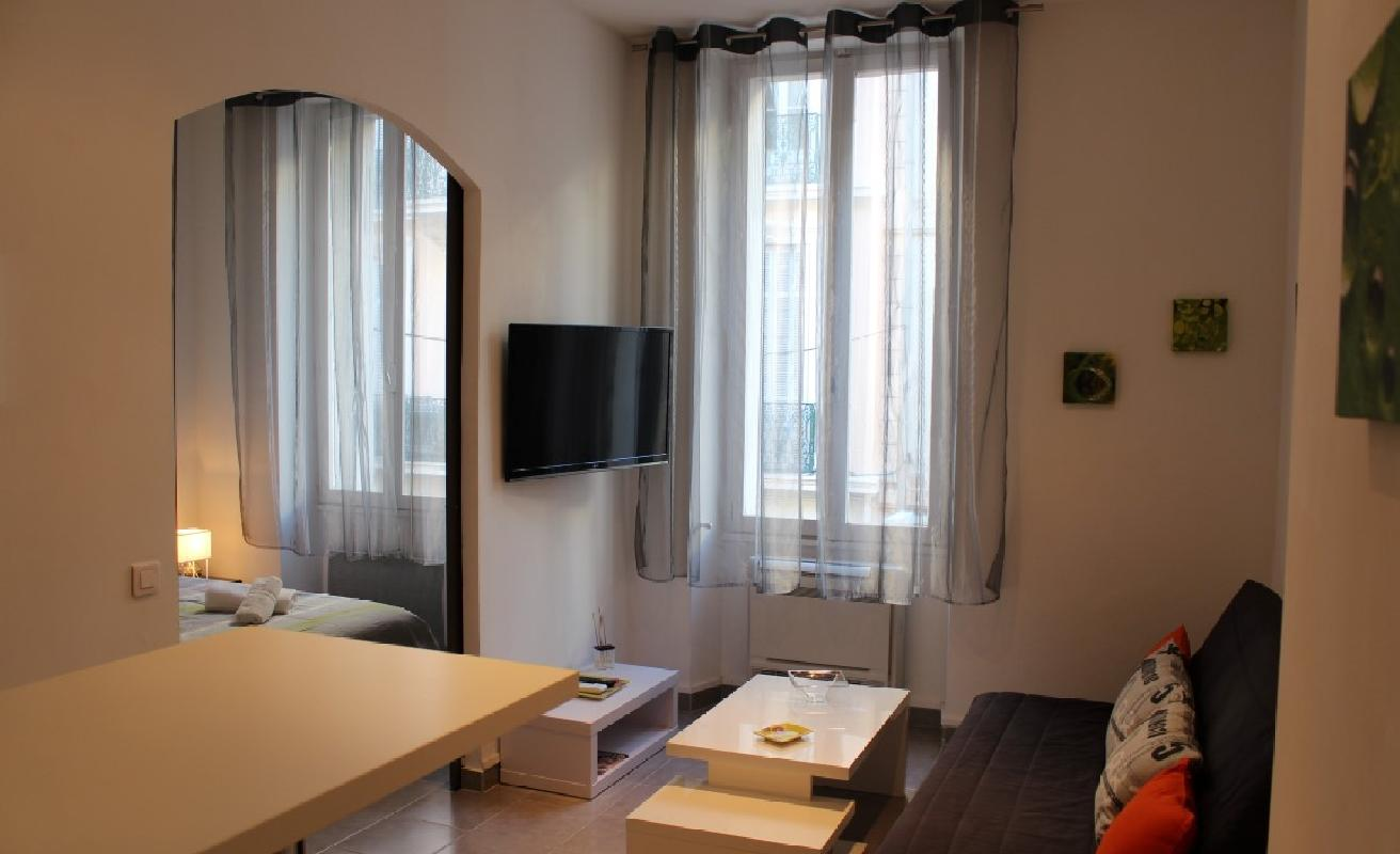 Stylish one bedroom on rue Hoche
