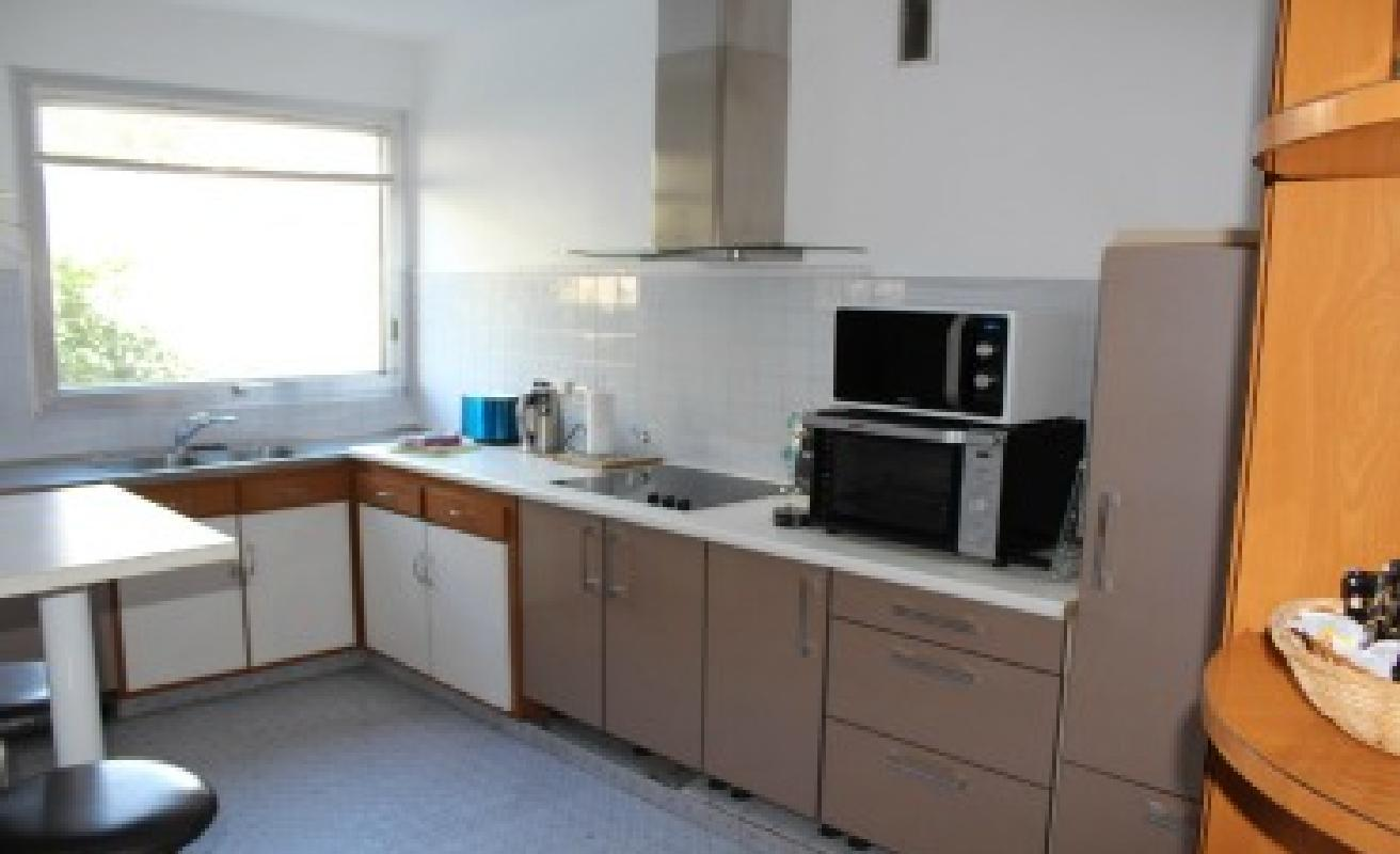 Practical two bedroom apartment minutes from the Palais