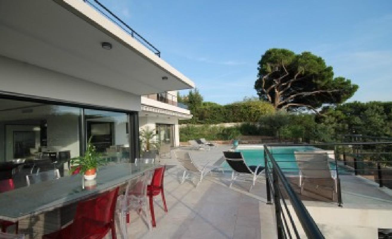 Contemporary five bedroom villa near Cannes