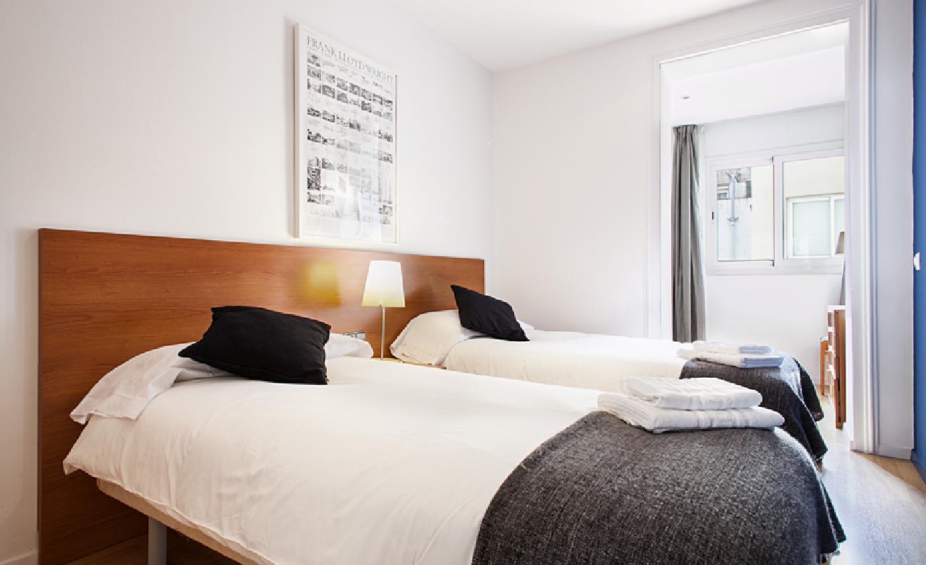 Very nice two bedroom on Rambla Catalunya