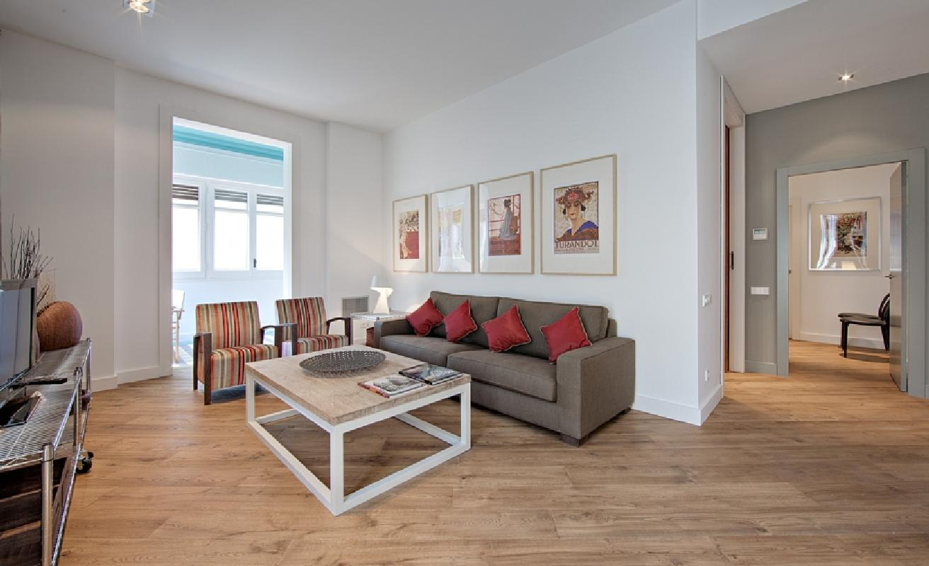 Beautiful three bedroom on Rambla Catalunya