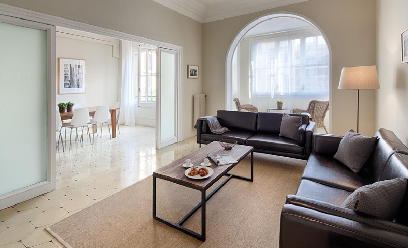 Four bedroom apartment near Passeig San Joan
