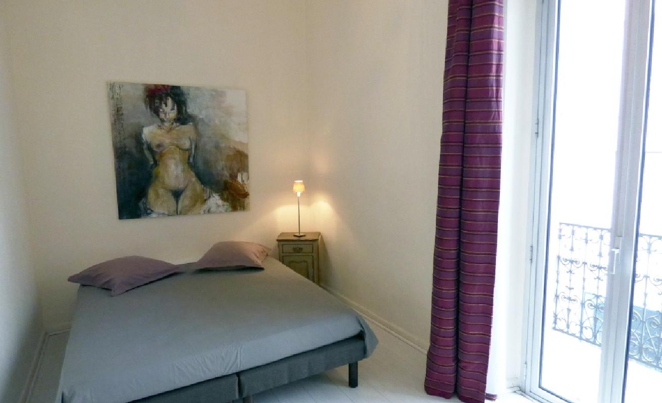 Luminous two bedroom apartment 4min to the Palais