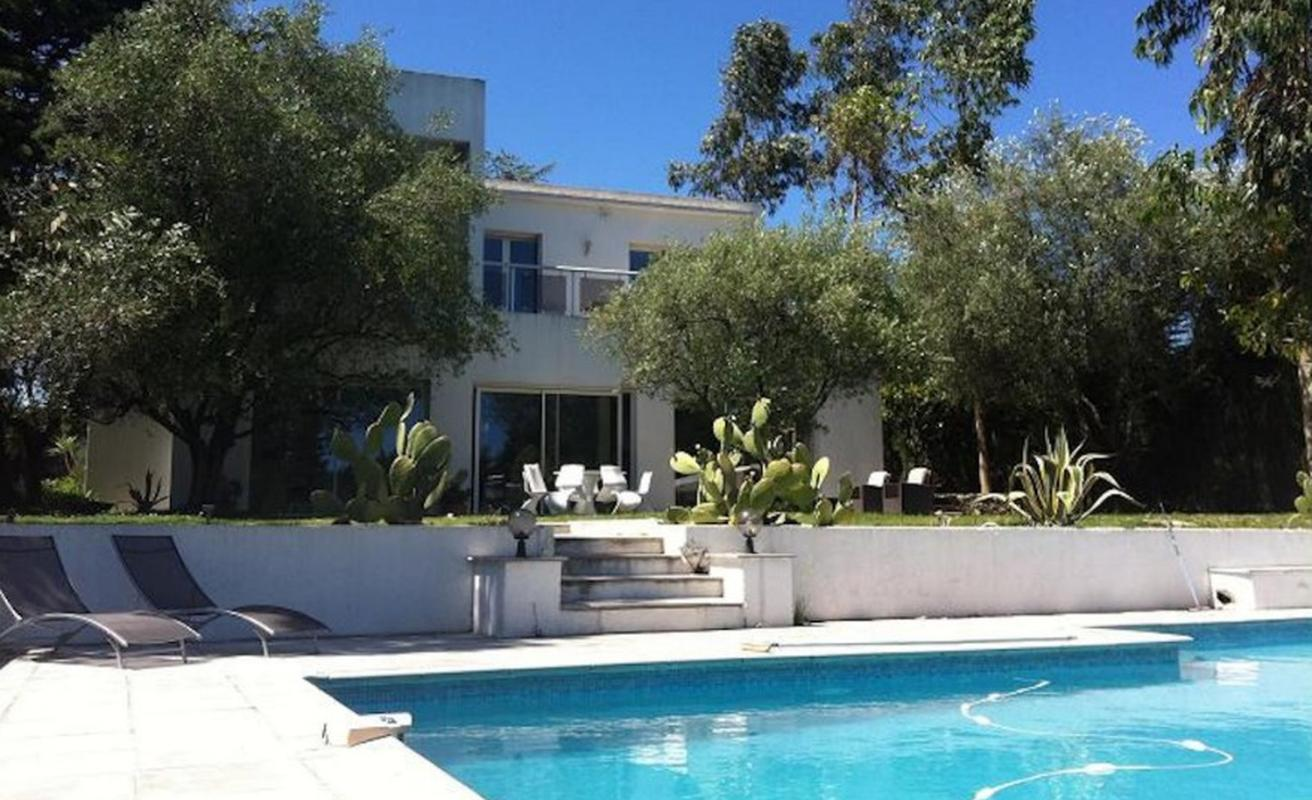 Modern six bedroom villa in the North of Cannes