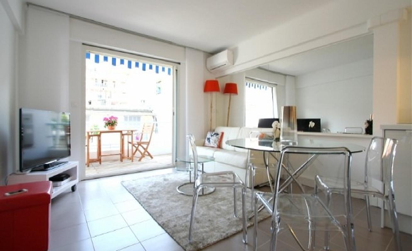 Lovely two bedroom two bathroom apartment on Lecerf