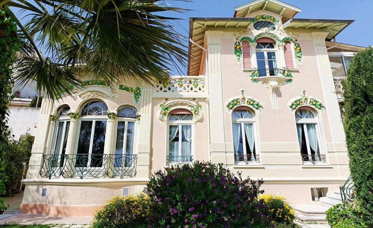 Traditional 8 bedroom villa with panoramic sea views