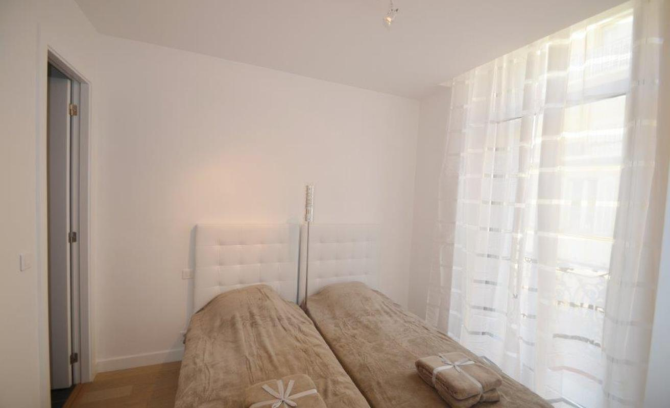 Newly renovated three bedroom in Cannes Centre