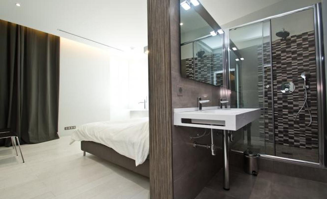 Stylish two bedroom on Rue d'Antibes