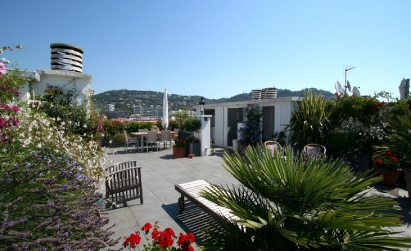 Two bedroom flat with terrace for event behind the Noga Hilton