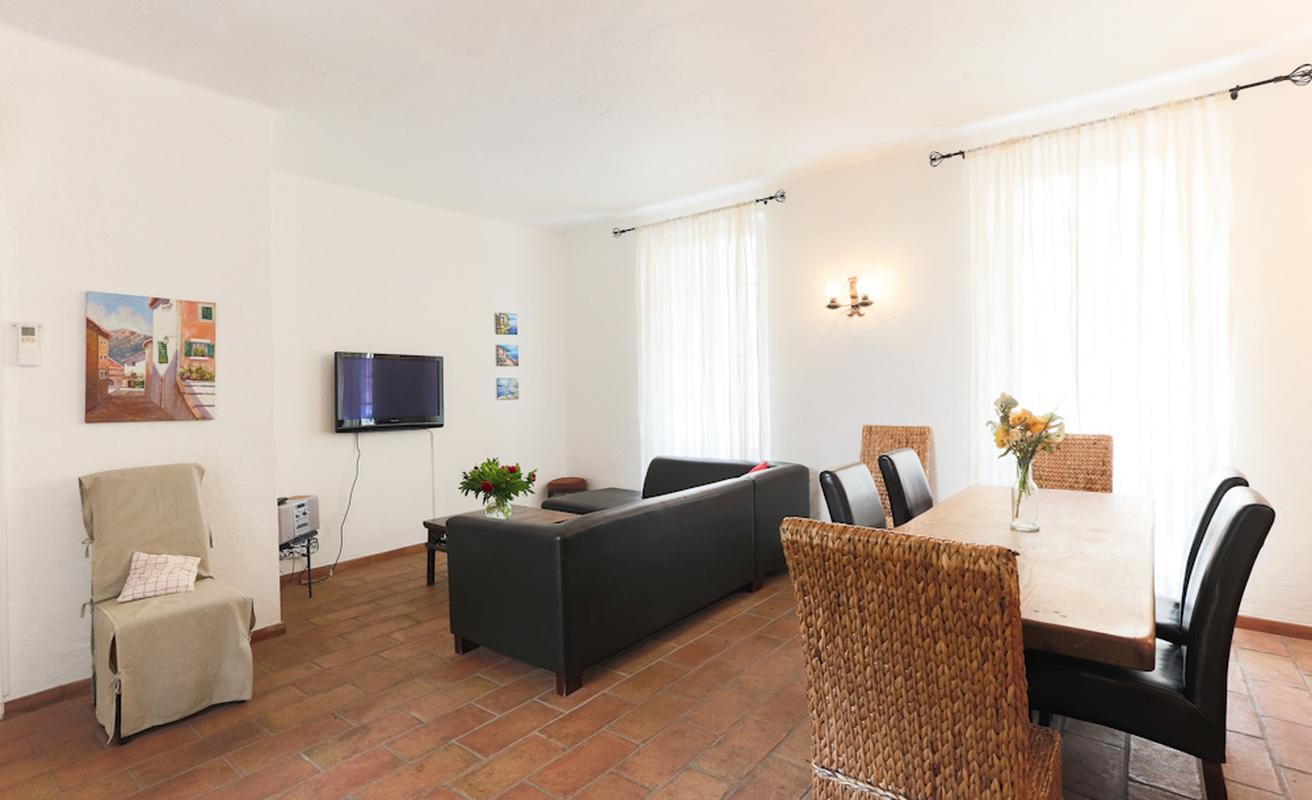Three bedroom in a quiet residence in Cannes