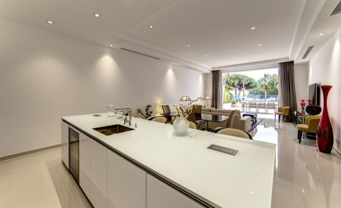 Unique four bedroom with event terrace on the Croisette next to the Carlton