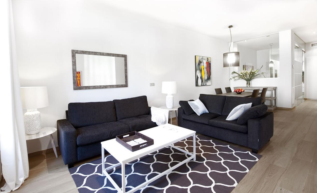 Bright four bedroom apartment on Rambla Catalunya