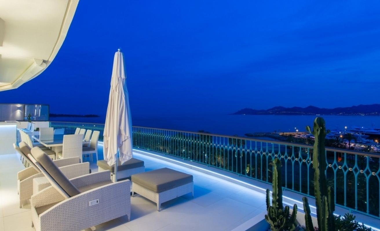 Three bedroom penthouse on the Croisette