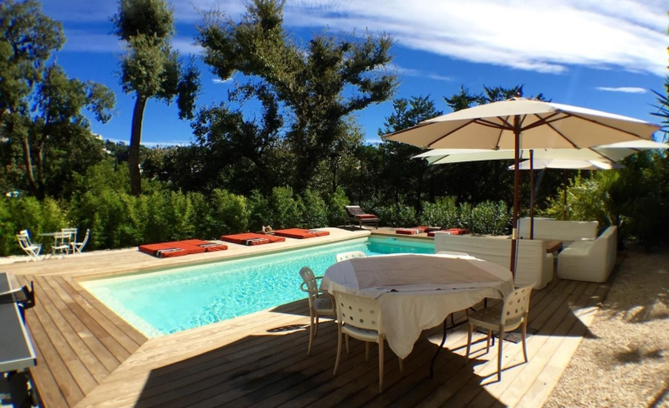 Five bedroom villa with pool in Cannes