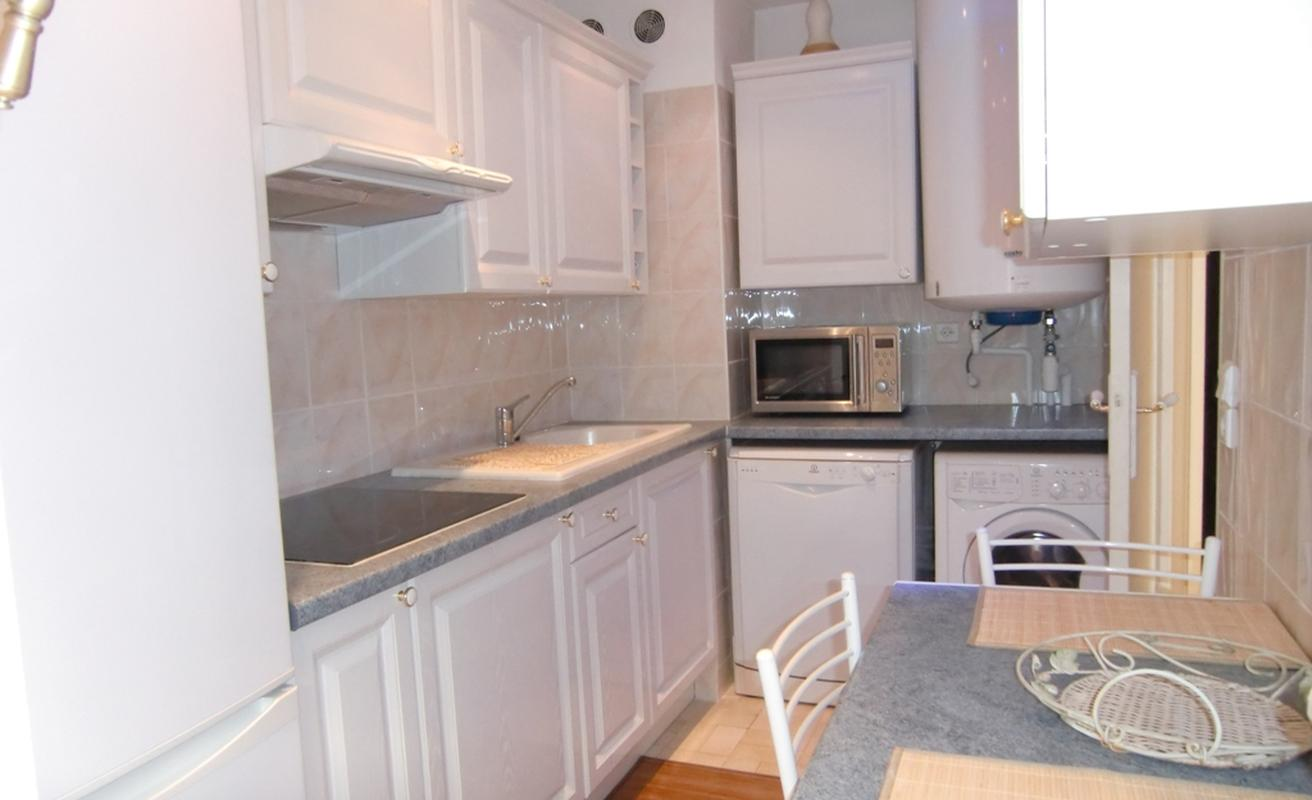 Cozy two bedroom located between the Carlton and Martinez Hotels