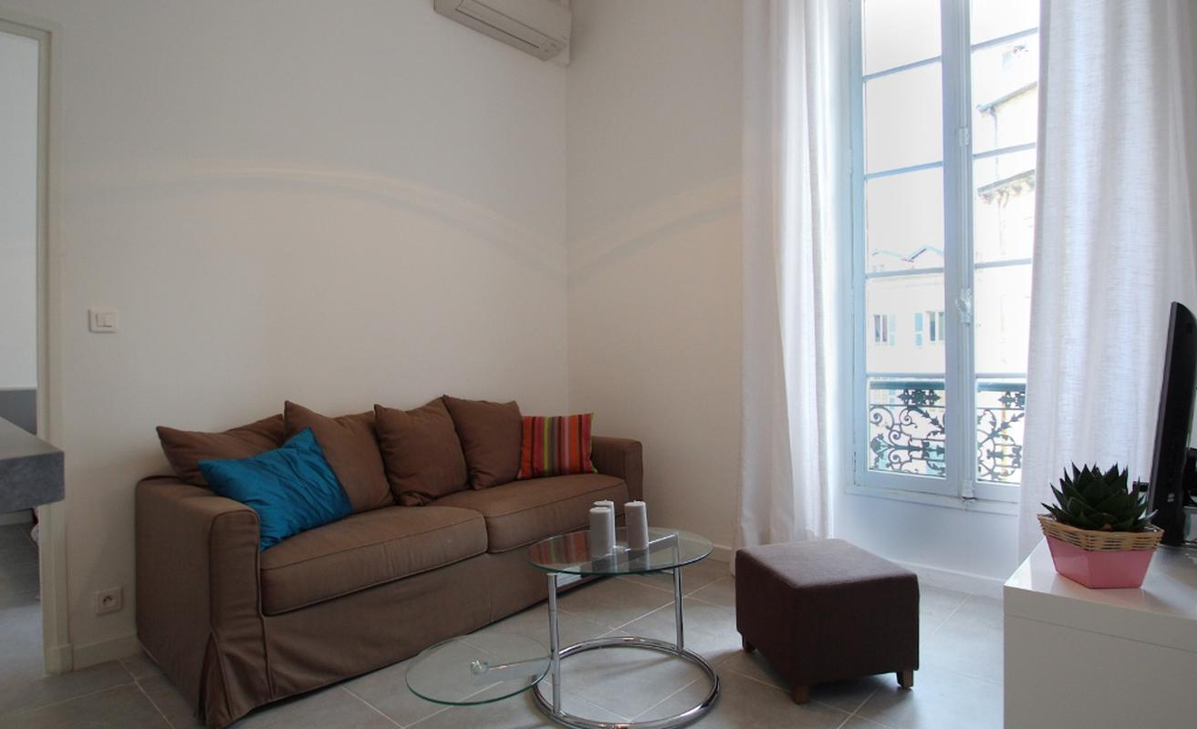 Two bedroom apartment in front of the Gray d'Albion