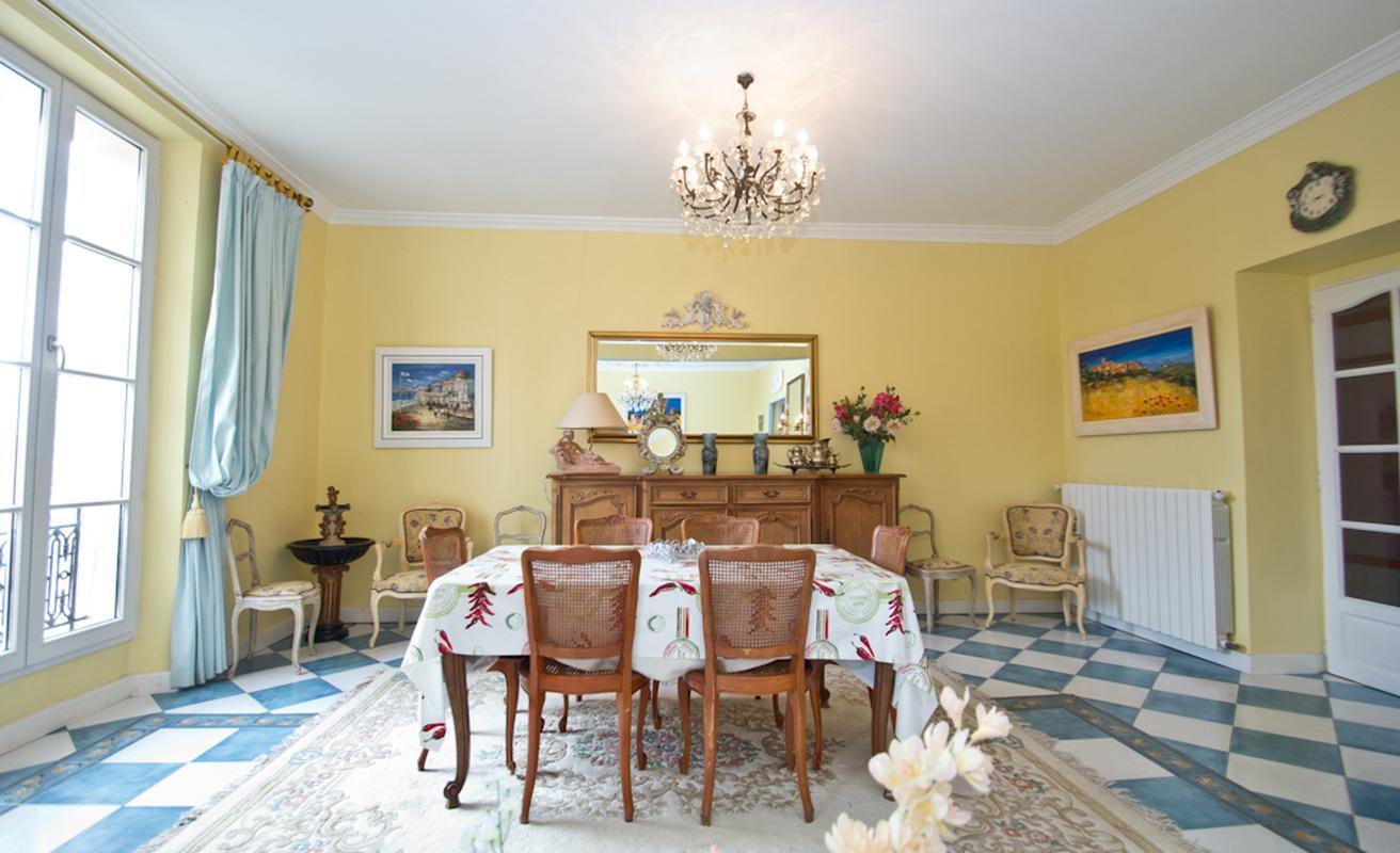 Simple, classic three bedroom apartment