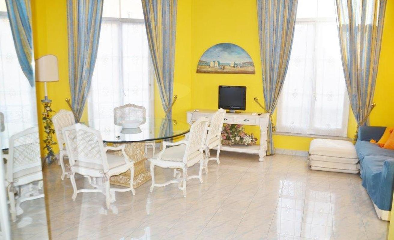 Colorful two bedroom apartment in the Carré d'Or