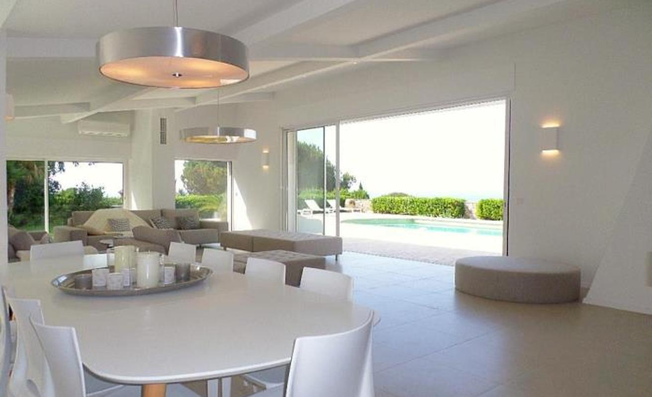 Bright villa with pool and six bedrooms in Cannes
