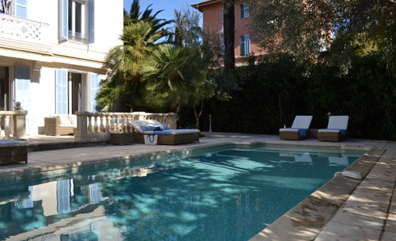 Modern five bedroom villa with pool in Cannes North