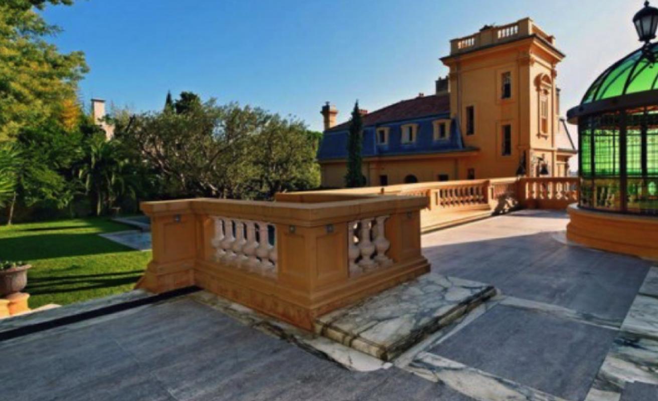 Unbelievable 14 bedroom villa