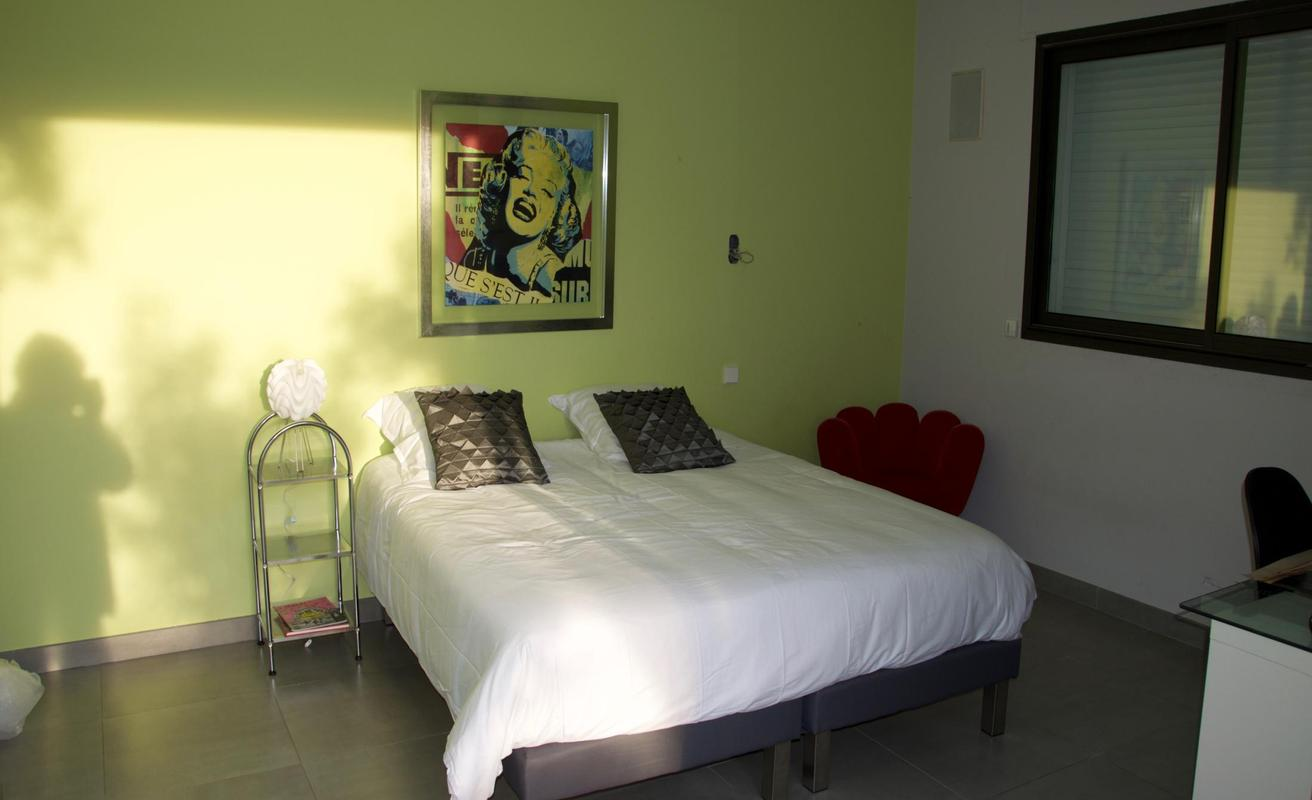 Chic Six Bedroom Villa
