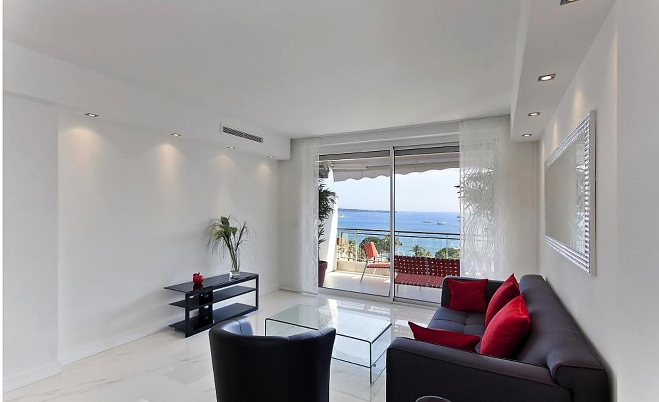 Modern Three Bedroom with Sea Views