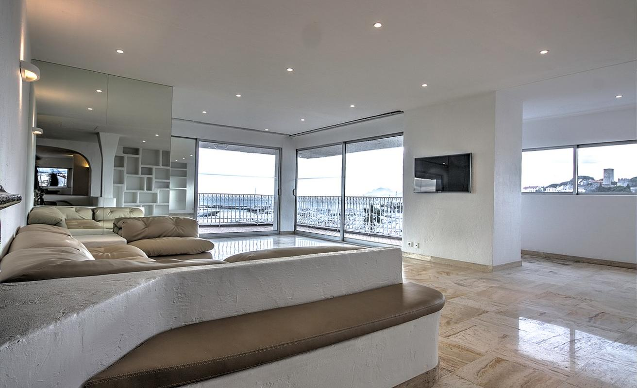 Amazing 4 bedroom-office space facing the Palais with terrace