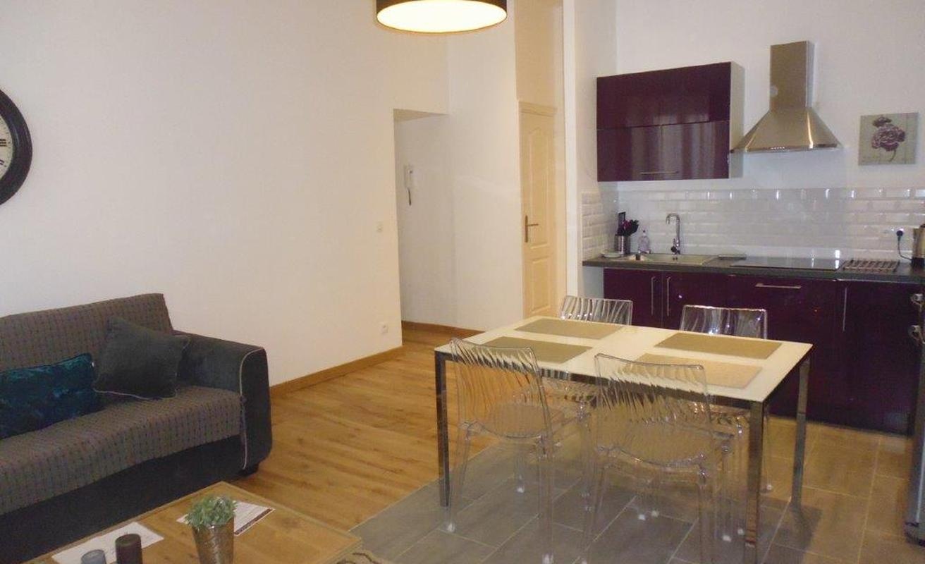 Excellent Two Bedroom with City Views