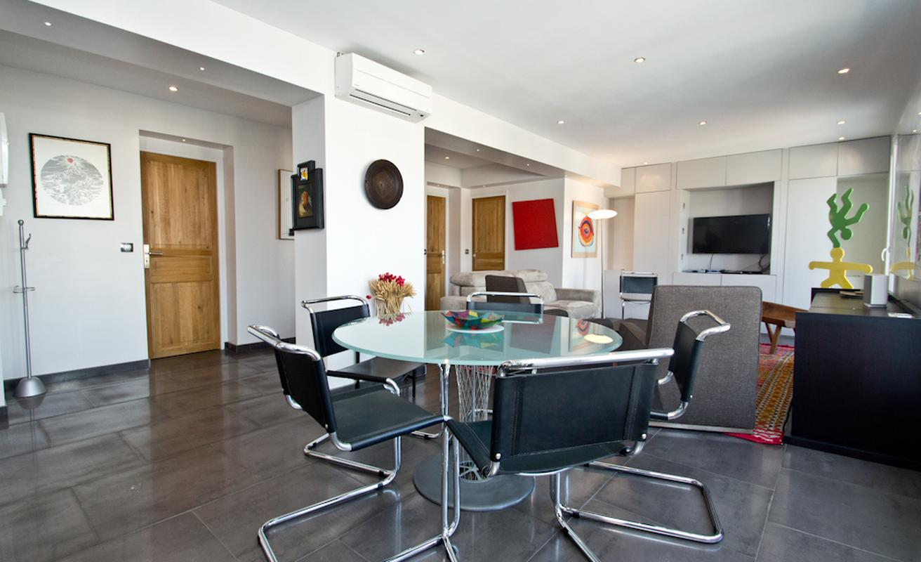 Modern, central three bedroom apartment in Cannes